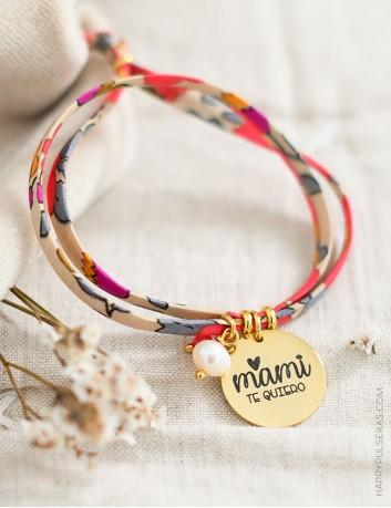 Pulsera tela de flores para mamá con medalla dorada para personalizar tu mensaje- happypulseras