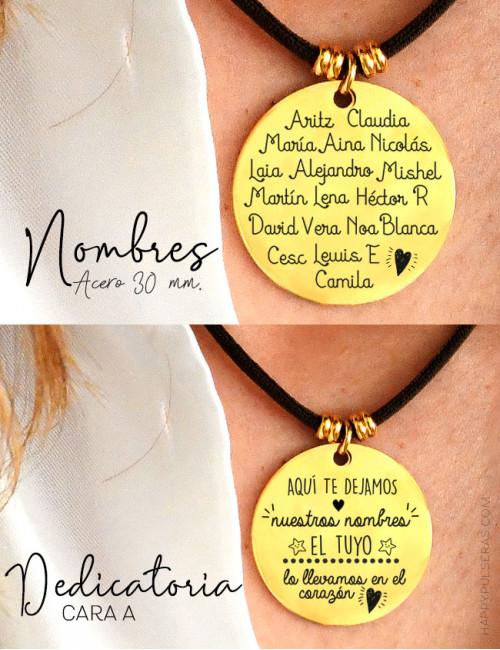 Medalla dorada de 30 mm. grabada a ambas caras con dedicatoria para maestra y el nombre de todos los alumnos de la clase.