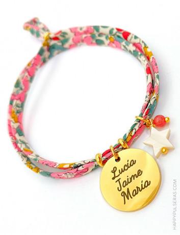 Pulsera HAPPY con flores liberty en color rosa chicle y medalla personalizada de acero dorado.