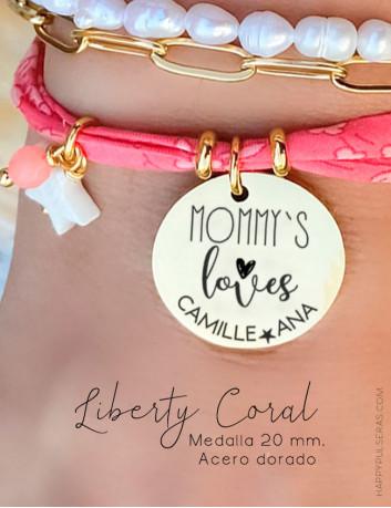 Pulsera coral tonos flúor de tela con medalla de acero dorado colgante personalizada. Happypulseras