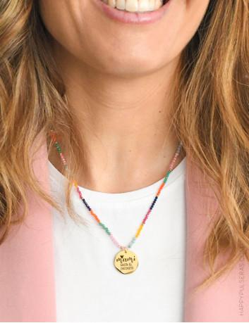Collar de piedras naturales multicolor con medalla de acero dorado para que personalices CON TU MENSAJE