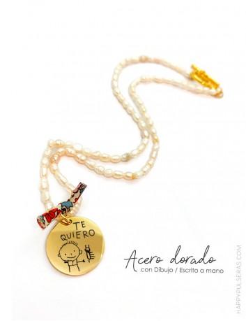 collares de perlas con una medalla dorada personalizada - Grabamos el dibujo de tu hijo- happypulseras
