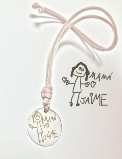 collar con elástico seda  en color orsa palo medalla 25 mm. grabada con dibujo de niño medalla