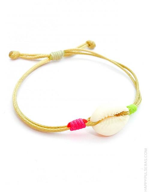 Pulsera lisa básica concha cuerda en color beige, ajustable y detalles en fluor- Happypulseras