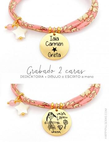 Pulsera de tela flores rosa grabada con dibujo en una cara y dedicatoria en la otra. Happypulseras, top ventas verano
