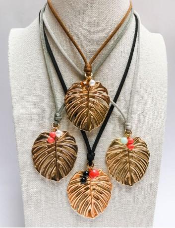 collar con hoja de palma dorada y cordón en elástico seda. Disponible en varios colores