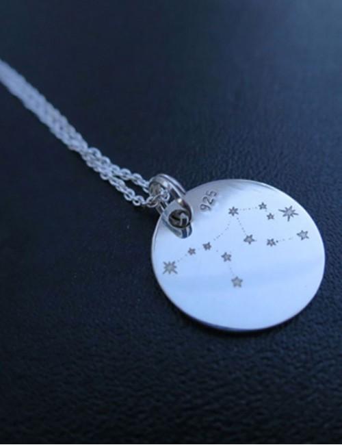 cadena de plata con medalla de 25 de plata de ley grabada con el texto que quieras o una frase