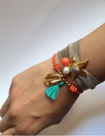 pulsera tela elástica lycra italiana color topo con estrella de mar dorada y bolitas de colores a juego