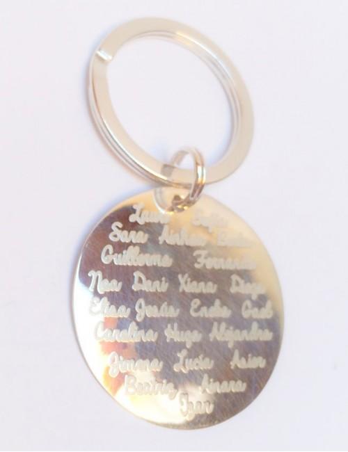 llavero de plata con medalla de 30 mm. con los nombres grabados