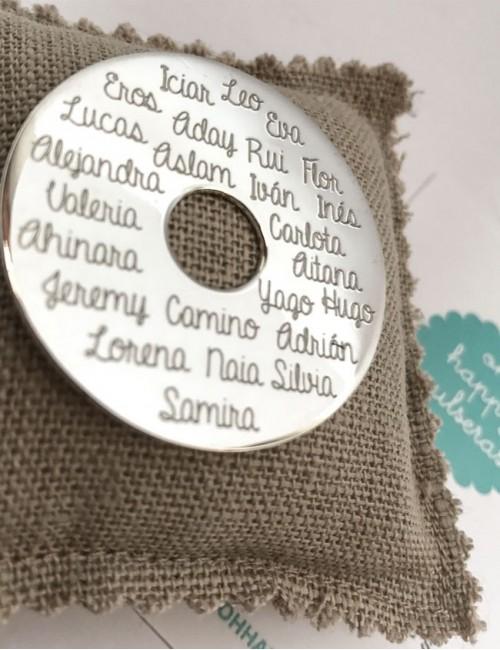 donut de plata para montar en collar con todos los nombres de la clase. Regalos para profesoras.