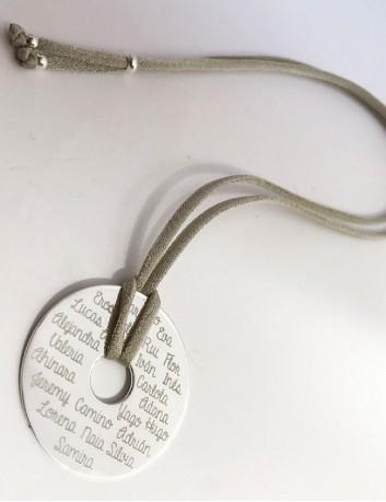 pulsera cordón elástico seda con donut plata 40 mm grabado con nombres niños