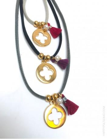 collar cordón colores con medalla dorada colgante con cruz hueca