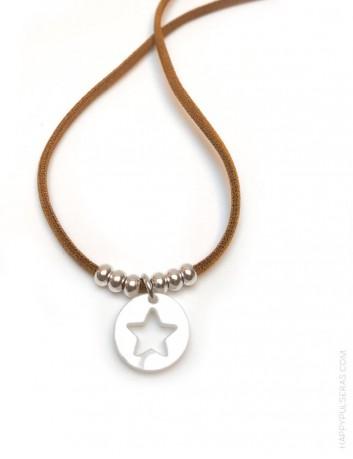 709514996fc9 ... collar elástico seda en camel con bolitas oro y colgante acrílico  estrella en nácar blanco ...