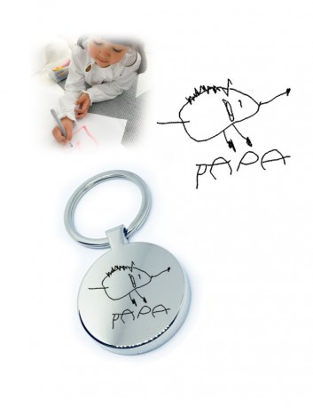regalo original: llavero con dibujo de un niño grabado y dedicatoria