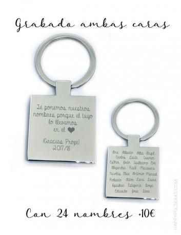 regalo original para profesor llavero con dedicatoria y los nombres de la clase por detrás