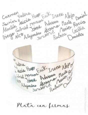 Brazalete de plata con la firma de todos los alumnos y con dedicatoria para el profe