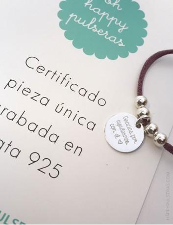 Collar cordón elástico seda con medalla plata grabada con texto e imagen de archivo. Una cara o dos caras