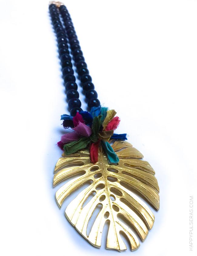 idea regalo abuela collar puedras naturales hoja de palma